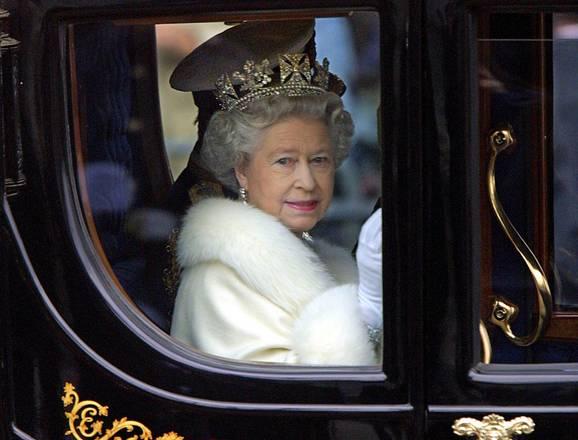 Uno stile reale for La regina elisabetta 2