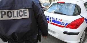 Polizia_francese_macchina_poliziotto_web--400x300