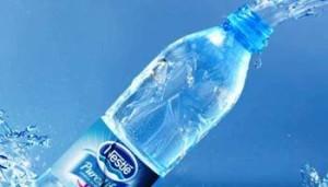Acqua in bottiglia Neslte